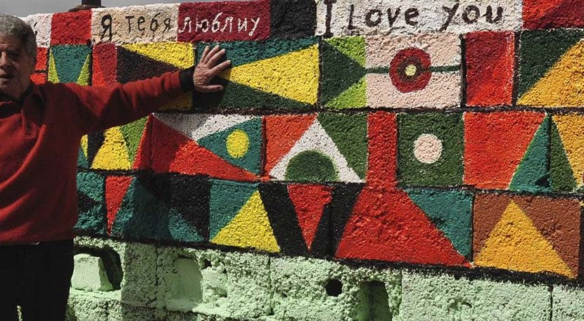 26-meter mural that gravitates over love - with 10 I love you in different languages - located in calle de Jesús Maynar Dupla, La Laguna, Tenerife.