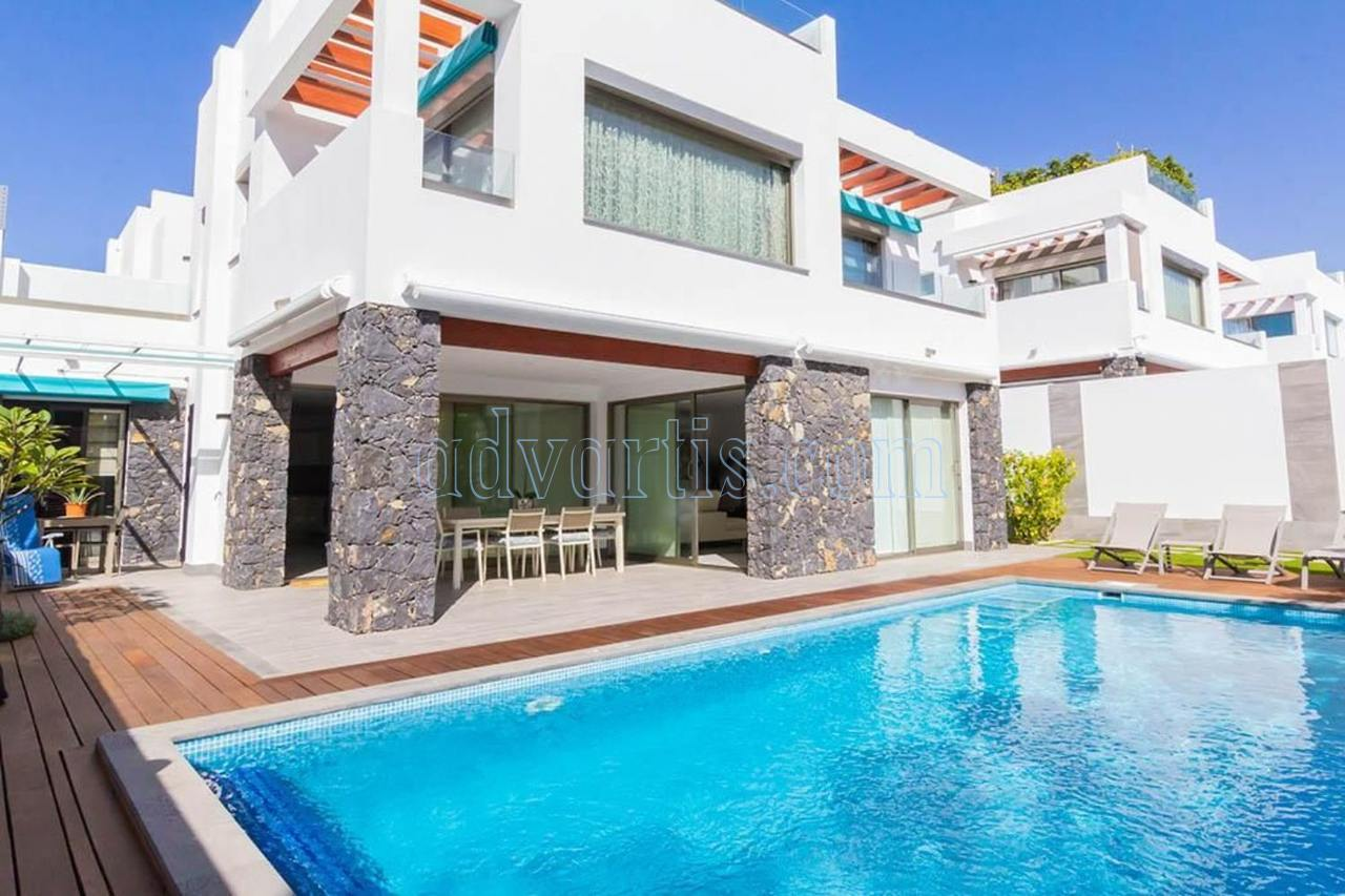 Luxury villa for sale in Los Cristianos, Tenerife  €1.100.000