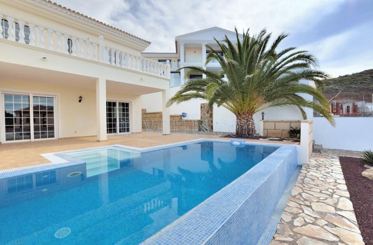 Luxury villa for sale in Roque del Conde, Costa Adeje, Tenerife €595.000
