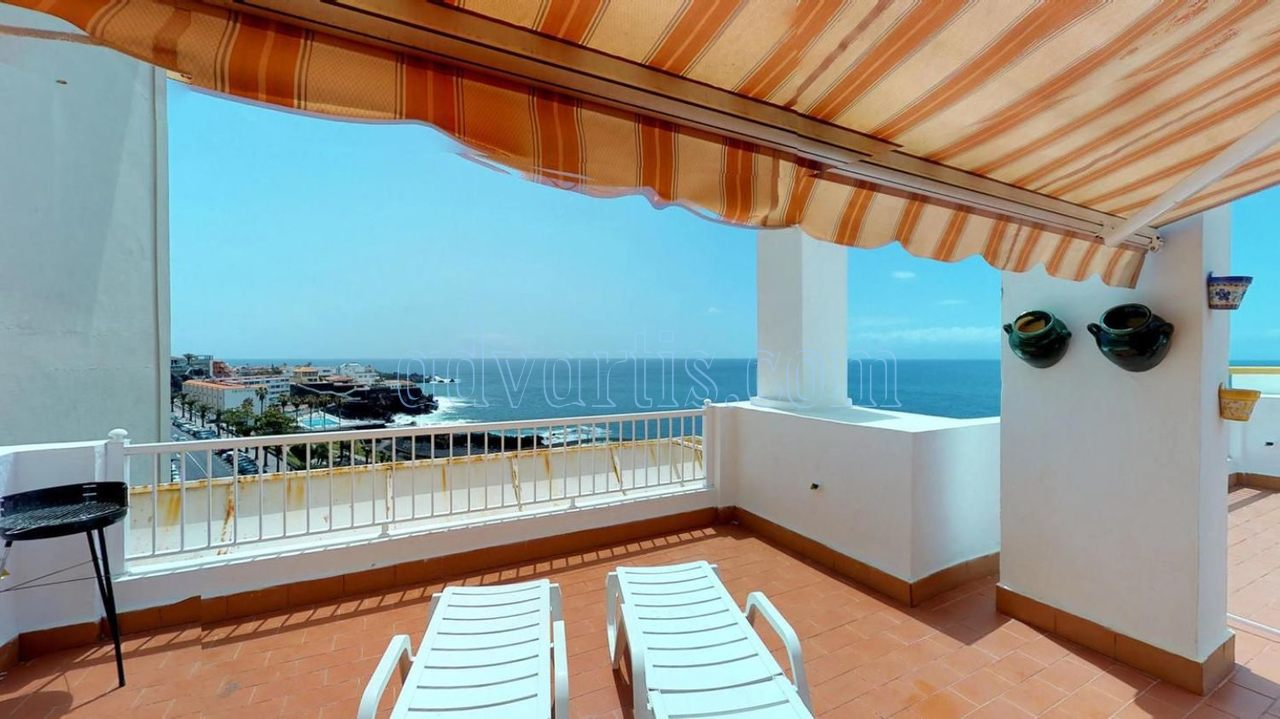 Oceanfront apartment for sale in Puerto de Santiago, Tenerife €250.000