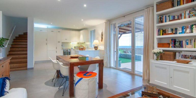 oceanfront-house-for-sale-in-el-medano-tenerife-spain-38612-0517-01