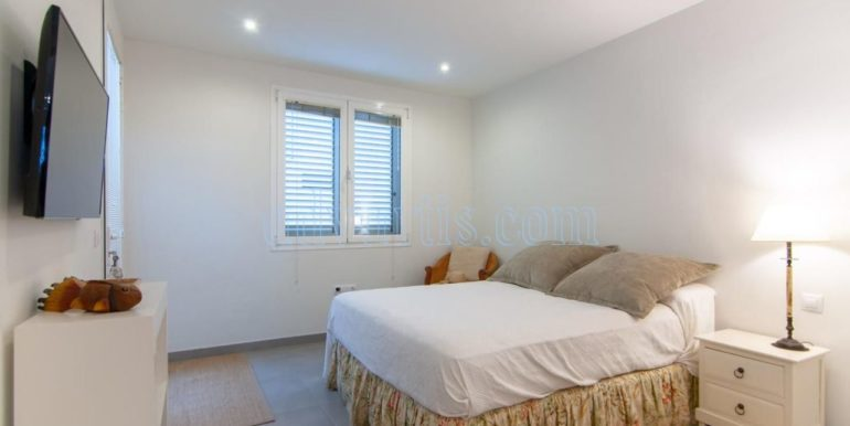 oceanfront-house-for-sale-in-el-medano-tenerife-spain-38612-0517-02