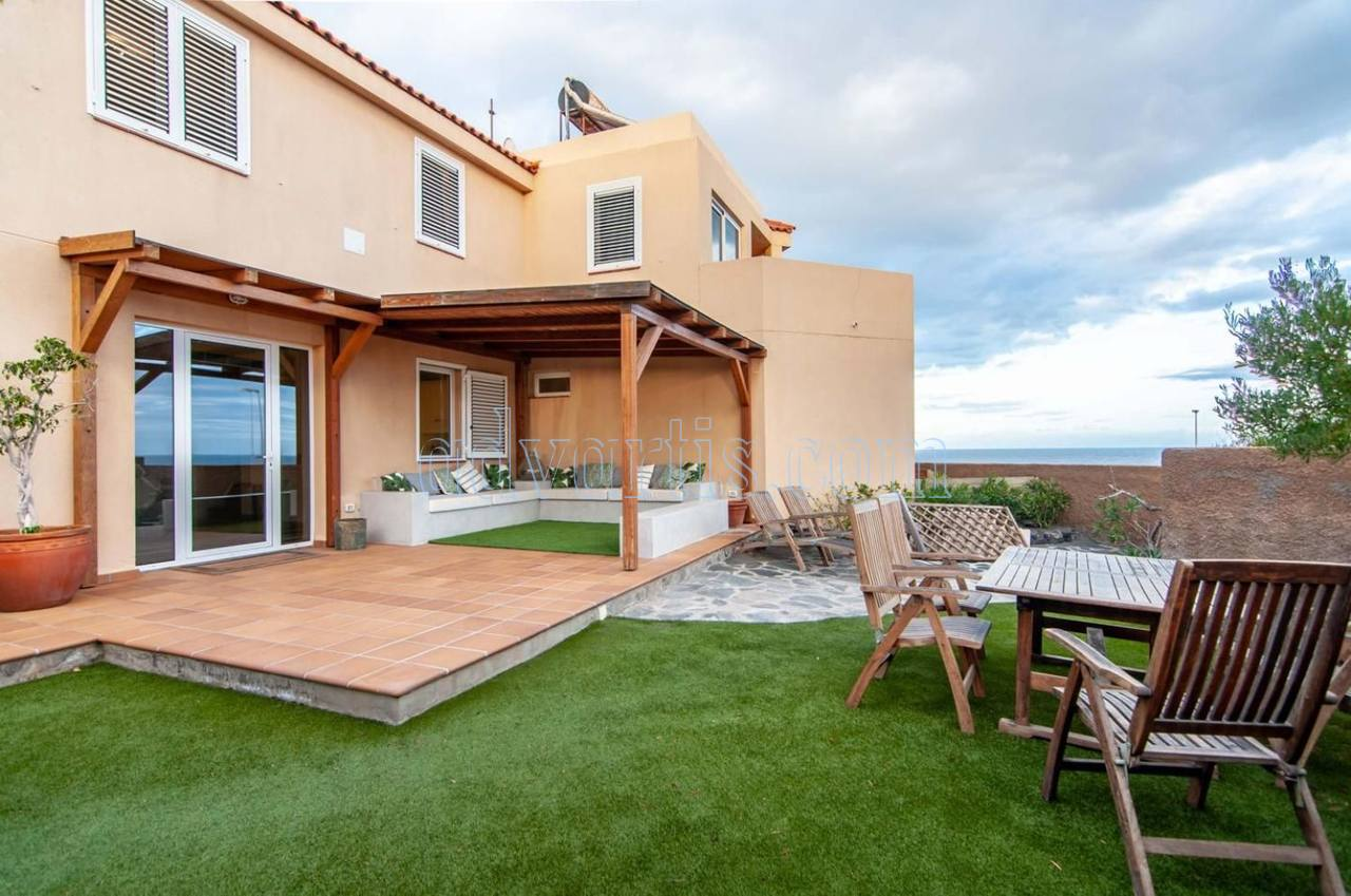 Oceanfront house for sale in El Medano, Tenerife, Spain €975.000