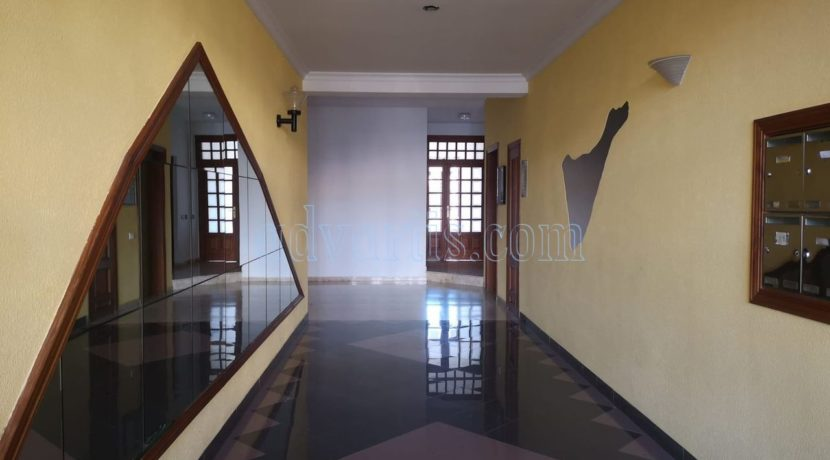 spacious-3-bedroom-apartment-for-sale-in-adeje-tenerife-38670-1114-02