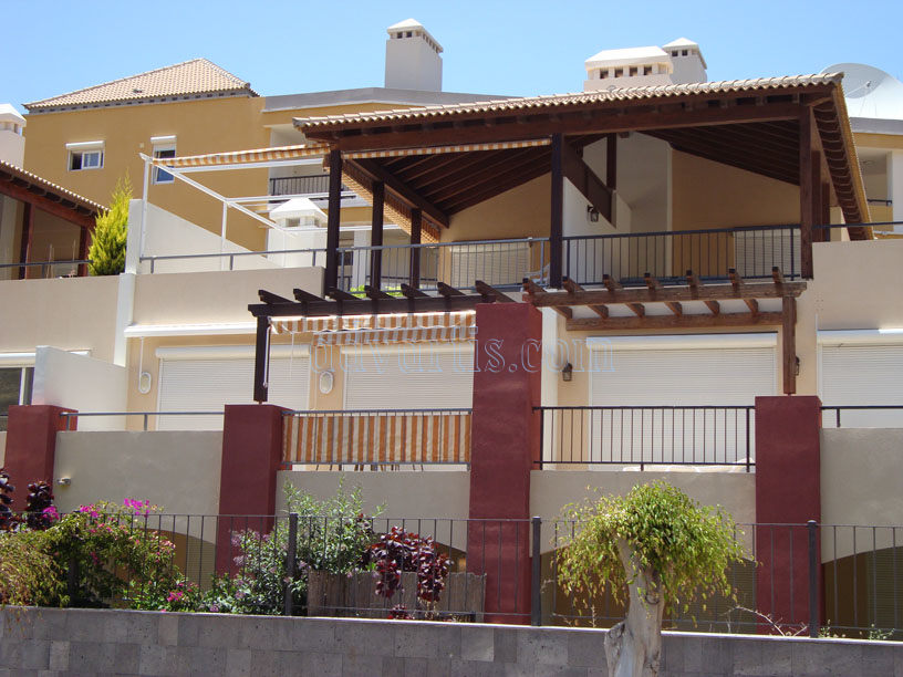 Townhouse for sale in the luxury El Rincon complex, Los Cristianos, Tenerife €525.000