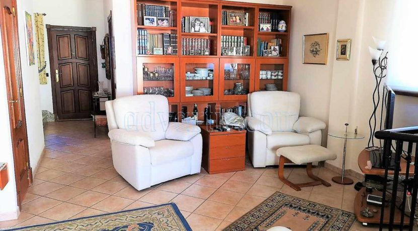 townhouse-for-sale-in-tenerife-costa-del-silencio-38631-0111-09