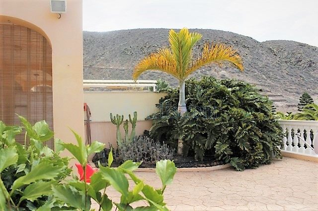 1-bedroom-apartment-for-sale-in-los-cristianos-tenerife-canary-islands-spain-38650-0130-02