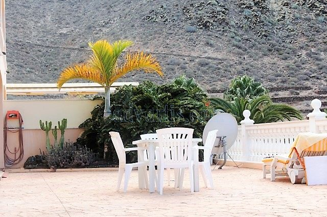 1-bedroom-apartment-for-sale-in-los-cristianos-tenerife-canary-islands-spain-38650-0130-12