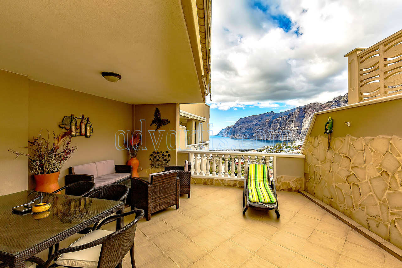 2 bedrooms apartment for sale in Los Gigantes, Tenerife €350.000
