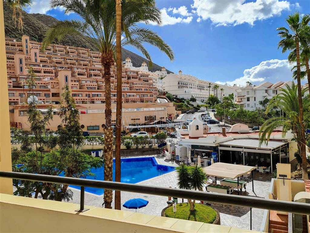 2 bedroom apartment for sale in Los Cristianos, Tenerife €215.000