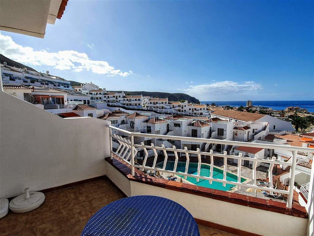 Penthouse apartment for sale in Los Cristianos, Tenerife €199.950